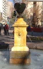 Fuente de Plaza Iglesia Sta. Ana, Santiago centro. (Fernando Mandujano Bustamante) Tags: chile plaza santiago square fuente ciudad santiagodechile iglesiasantaana