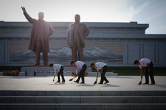 Sweeping the Grand Monument (Lil [Kristen Elsby]) Tags: travel monument statue asia statues korea kimjongil topv5555 editorial northkorea dearleader reportage pyongyang eastasia dprk travelphotography greatleader documentaryphotography kimilsung northkorean mansudae democraticpeoplesrepublicofkorea chosŏnminjujuŭiinminkonghwaguk mansudaegrandmonument grandmonument dprofkorea canon5dmarkii