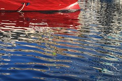 rouge et bleu sans mélange (Jeanne Menj) Tags: rouge reflets reflection red blue water boat abstract abstrait