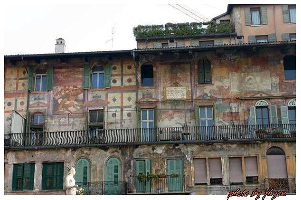 1108878336_廣場旁歷史悠久的濕壁畫