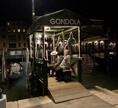 Venice Gondoliers 2 (Keith McGovern) Tags: nightphotography venice people canon candid streetphotography wideangle tokina gondoliers 50d tokinaaf1116mmf28 tokina1116f28