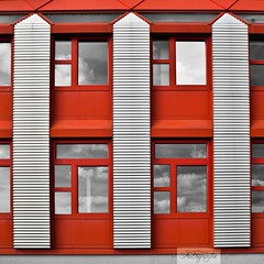 rot (LisaSohnle) Tags: stuttgart balkon architektur fassade