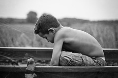 _MG_9772 (NEVEZ P) Tags: boy texture childhood stone canon germany deutschland 50mm dof child stones snapshot steine stein schwarz junge schiene kindheit beobachten textur nachdenklich momentaufnahme 400d vision:mountain=0694 vision:outdoor=0986 vision:sky=0554