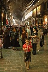 Pasa algo? (Silk Rhodes) Tags: boy people woman court women market lumire femme sombre syria souk ligth damascus bazar damas obscur syrie alle garcon damascene     dimachq