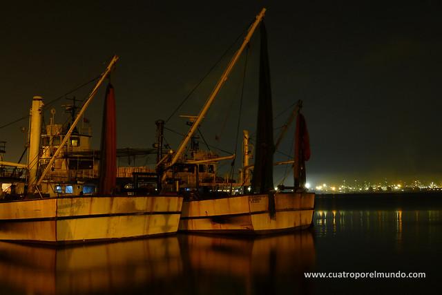 Barcos de pesca atracados muy cerca de nuestro aparcamiento