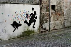 .. catch me .. (click__3176 a F p) (Ziozampi) Tags: padova kennyrandom kenny random graffiti murales street streetphotography streetart artedistrada urban città urbanexploration fav