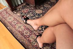 Quinn (IPMT) Tags: toenail sexy toes polish foot feet pedicure painted toenails pedi zoya rojo red creme vermelho warm rich berry west nine allto heels altos tacones high negro slip legs crossed pies cruzados quinn mules slide