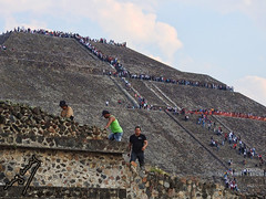 pyramid of the sun (ingcuevas) Tags: teotihuacan pyramid piramide sun sol people stairway stairs mexico mexican crowded high wonder city gods cityofthegods avenueofthedead magicaltown antiquity