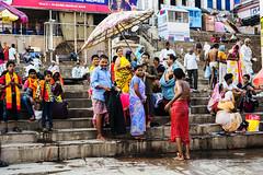 Vestuario al aire libre (Nebelkuss) Tags: asia india uttarpradesh varanasi benarés ghats ganges rio river fujixpro1 fujinonxf35f14