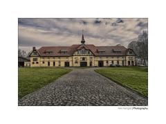 Gut Warleberg (*Nils aus Kiel*) Tags: warleberg schleswigholstein norddeutschland europa europe gebäude building clouds hdr colors