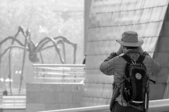 Catching spiders (The Green Album) Tags: bilbao spain street photography fujifilm xt2 backpack candid guggenheim spider sculpture