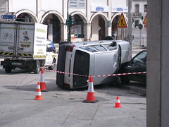 An accident between a Fiat Tipo and a MK1 Clio (Nutrilo) Tags: fiat accident clio an between tipo mk1