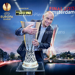 JPJ UEFA beker (jeanpierrejans) Tags: man men cup sports amsterdam sport pose football europa europe champion nederland thenetherlands uefa voetbal noordholland footballclub mannen uefacup kampioen voetballen beker poseren voetbalclub europees voetbalvereniging uefaeuropeanfootballchampionship opdefoto