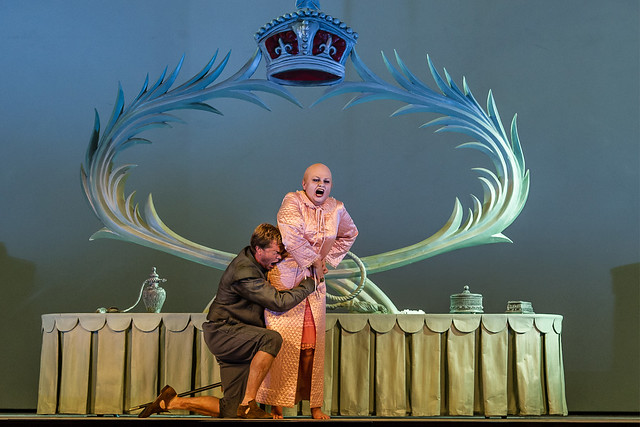 Toby Spence as the Earl of Essex and Susan Bullock as Queen Elizabeth I in Gloriana © ROH / Clive Barda 2013