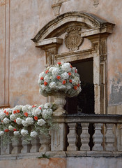 Fiori per gli sposi (Irene Grassi (sun sand & sea)) Tags: flowers wedding italy church italia chiesa sicily fiori taormina matrimonio sicilia sposi