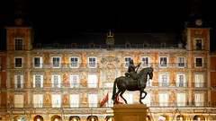 Plaza Mayor Statue (derek.dpr) Tags: madrid plaza statue architecture night spain nocturnal nightshot mayor architectural espana nightime elevation equestrian nocturne