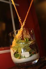 Ensalada vertical de canónigos y manzana Reineta con aliño de yogurt y jengibre