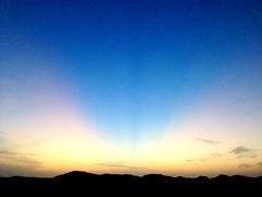غروب (*صديق الضوء*) Tags: sunset sun غروب الشمس أشعة uploaded:by=flickrmobile colorvibefilter flickriosapp:filter=colorvibe