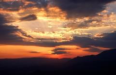 zonsondergang op de Monte Tuttavista nabij Galtelli, Sardini Itali 2003 (wally nelemans) Tags: 2003 sardegna sunset italy zonsondergang italia sardinia itali sardini montetuttavista