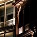 Luz destacando os detalhes da arquitetura