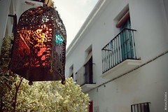 El sol atrapado en un farolillo / The sun caught in a lantern (Miguel Puerta) Tags: mpuerta 2017 canon ef2470 frigiliana andalucía andalusia morisco arabe arabic moorish street lantern colors sun sol farolillo