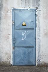 Puerta eléctrica. Recuerdos de verano. (www.rojoverdeyazul.es) Tags: autor álvaro bueno españa spain summer verano puerta metal door