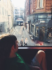 (Loujoop) Tags: london kingscross 390 tottenhamcourtroad peoplewatching watchingtheworldgoby publictransport busride bus