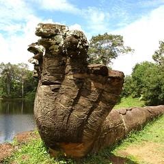 """ナーガ(蛇神) アンコール遺跡群の原型と言われるロリュオス遺跡群「バコン」参道の両側にある。 ___ Naga (Serpent God) Located on both sides of the Roluos temples monuments known as the archetype of the Angkor complex """"Bakong"""" approach. ___ #世界遺産 #アンコール #ロリュオス #バコン #ナーガ #蛇神 #worldheritage #angkor #roluo"""