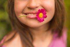 4/4 SOURIRE (Nathalie Le Bris) Tags: fleur flor flower portrait sourire throughherlens