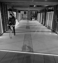 Passerella di Porta Genova, prospettive e movimento #3 (MarcoFlicker) Tags: passerella portagenova fujinon18f2 fujixe1