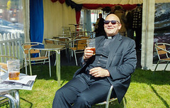 The Jolly Vicar (bowside) Tags: kodak portra 400 leica m6 35mm summicron tetenal 30c the jolly vicar enjoying pint cigar charing races