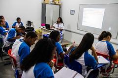 Elisângela Leite_4 (REDES DA MARÉ) Tags: americalatina brasil complexodamaré drywall favela maré novaholanda ong redesdamaré riodejaneiro aula curso jovem placas