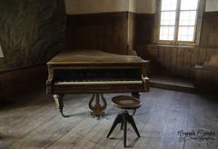 Old piano...new sound (Emanuele Corradini) Tags: notte trentino castle castello piano pianoforte music light old