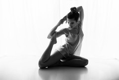 NADIA (jmsoler) Tags: ballet puntas danza bn dance mujer zaragoza nikkor2470f28 gente españa girl 2017 jmsoler bowensgemini500r blancoynegro woman bw bowens estudio blackandwhite nikond800 pies