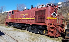 Lehigh Valley RS3m No. 211 (Rochester & Genesee Valley Railroad Museum) Tags: lv lehighvalley alco diesel locomotive rochester train railroad museum