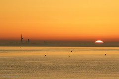 Sunrise over Portsmouth 1 (Philip Lench) Tags: southamptonwater hampshire dawn portsmouth sunrise thesolent spinnakertower