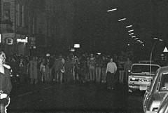 27.10.1981 Berlin Hausbesetzer Demo Schönberg (rieblinga) Tags: berlin demo hausbesetzer schönberg rathaus 1981 analog revue pan 100 sw