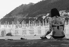 Tatoo on the beach (Pier Romano) Tags: capomele bikini d5100 nikon ligure riviera italy italia monochrome monocromo biancoenero blackandwhite bnw liguria laigueglia schiena woman donna girl ragazza beach spiaggia tatuaggio tatoo libro book