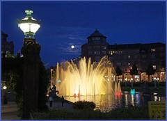Mannheim Am Wasserturm (sinepo) Tags: mannheim abend wasserturm laterne fontäne licht beleuchtet wasser