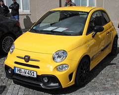 Abarth Fiat 500 (Schwanzus_Longus) Tags: delmenhorst german germany italy italian new modern car vehicle hatchback hothatch compact yellow fiat 500 abarth 595 competizione
