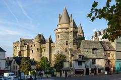 Vitré (Laurent Dodin) Tags: vitré illeetvilaine médiéval châteaufort tours colombages