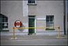 1996-06-07-0012.jpg (Fotorob) Tags: compositie lichtschaduw straatmeubilair voorwerpenoppleinened verkeersobject tafereel erfscheiding deurenramen analoog town schotland scotland stornoway isleoflewis