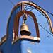 Vecchia campana su di un edificio coloniale