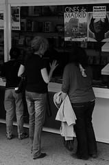 FERIALIBRO 13 019 copia (Cazador de imgenes) Tags: madrid street espaa woman primavera girl female book donna spring mujer spain nikon chica candid streetphotography feria libro books el streetphoto libros 13 retiro espagne spanien spagna spanje ragazza spania  elretiro spange retiropark 2013 d7000 ferialibro13