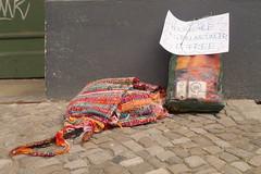Mausefalle (sterreich_ungern) Tags: berlin kohle away give note present geschenk trap zettel falle grillanznder verschenken