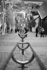 Lige, Belgium - Street Photograpy (Laario) Tags: street city people bw blackwhite nikon belgium zwartwit kodak trix streetphotography cityscapes belgi f3 nikkor 50 ais lige straat zw straatfotografie stedelijkeomgevingenarchitectuur