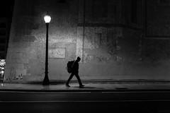 El trotamundos (J. Garcia2011) Tags: street blackandwhite bw white black byn blancoynegro blanco monochrome calle nocturnal negro streetphotography bn nocturna urbana urbano callejera comunidadvalenciana momocromo sigma30mmf28 nex5
