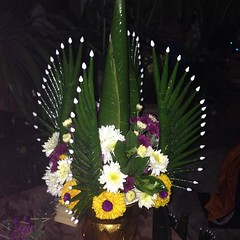 สู้ๆ ปักดอกไม้บายศรีสักการะสิ่งศักดิ์สิทธิ์ เพื่องานพี่สาวจะได้เพอร์เฟค #บายศรี #บายศรีเทพ