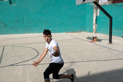 Havana, February 2017. (GrownUpBoy) Tags: 3amigos color colour cuba digital fuji fujix100f fujifilm fujifilmx100f grownupboy havana kes kespics karledwards quarrel street streetphotography x100f streetphotographer streetphotographers 23mm