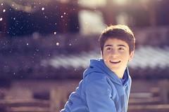 En el blanco (Japo García) Tags: chico niño jugar nieve lanzar sonrisa sonreír uno montaña airelibre fotografía japo garcía